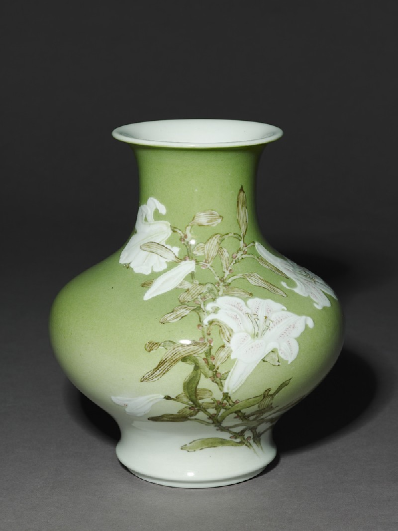 Vase with white lilies and birds (oblique            )
