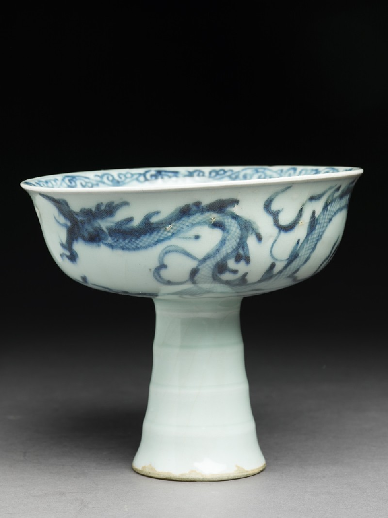 Blue-and-white stem cup with a dragon and clouds