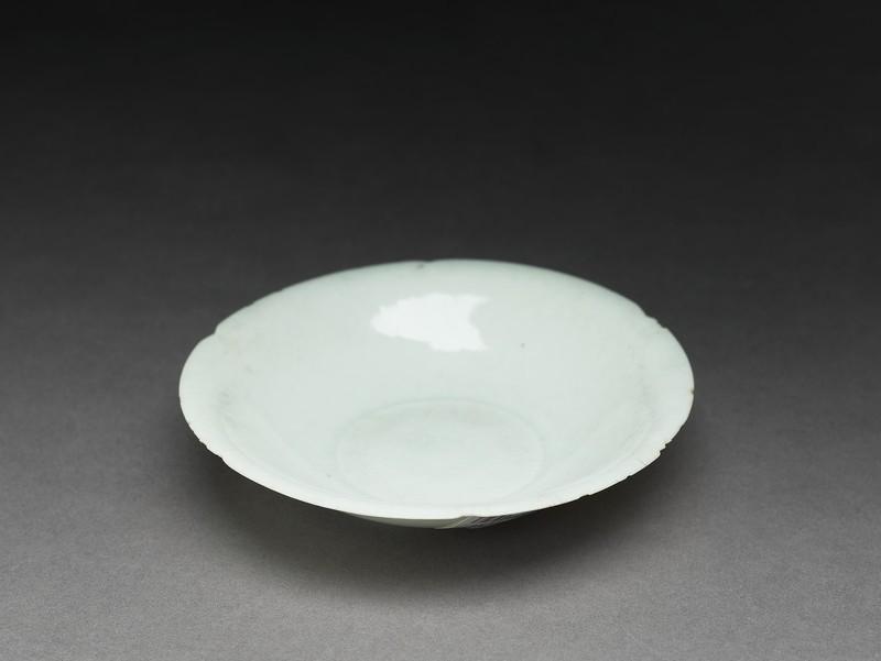 Dish (EA2007.265, oblique            )