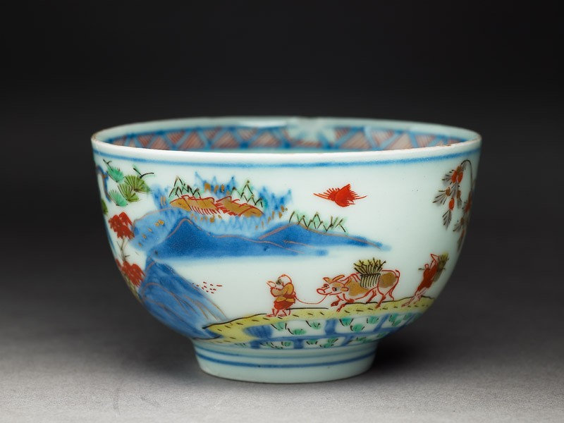 Cup with Japanese picnic scene (EA2008.10, oblique           )