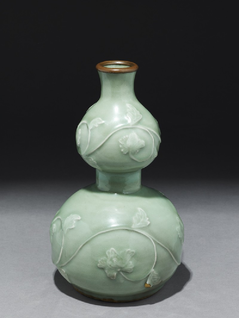 Greenware vase in double-gourd form