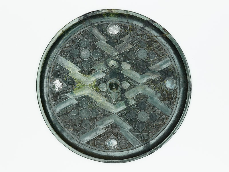 Ritual mirror with quatrefoils on geometric ground (front          )