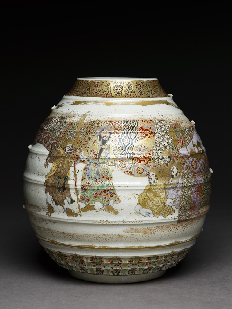 Satsuma style vase with archers and warriors (side           )