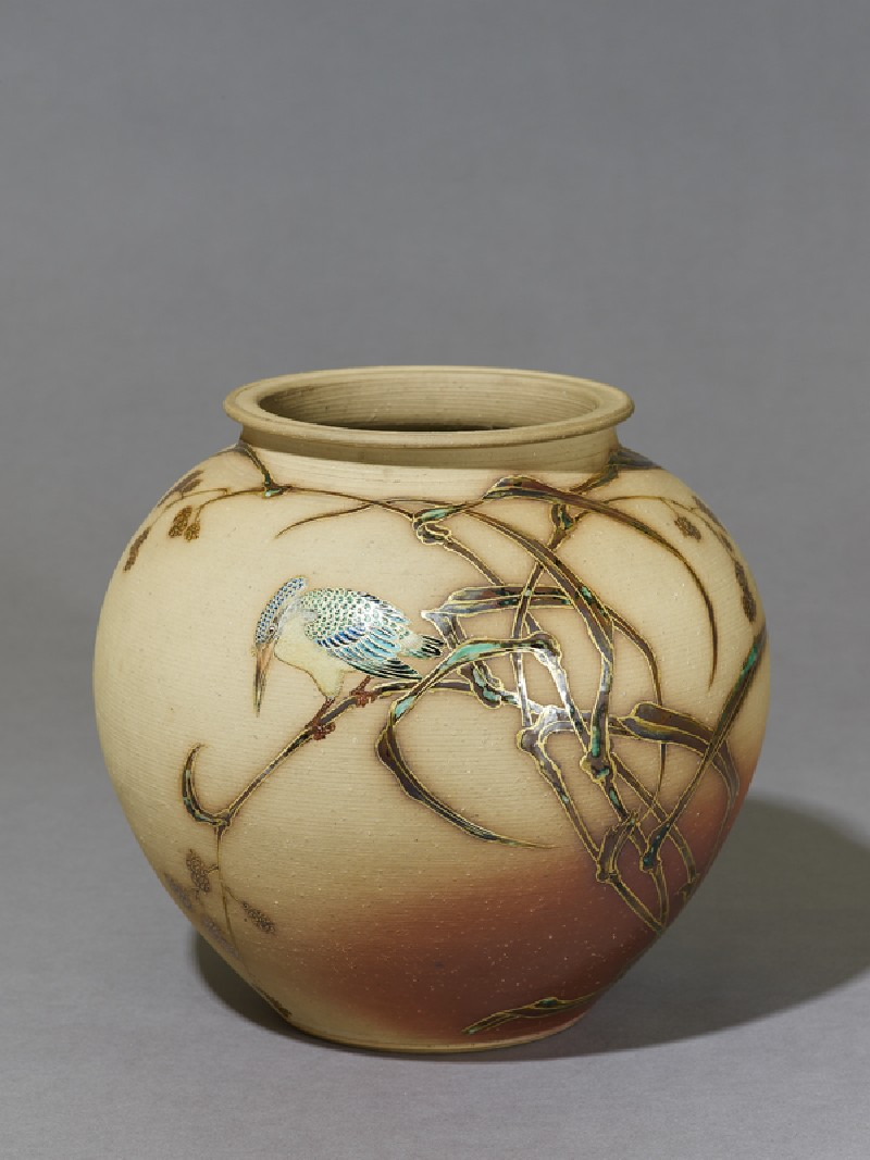 Vase depicting a kingfisher sitting on a reed (oblique           )