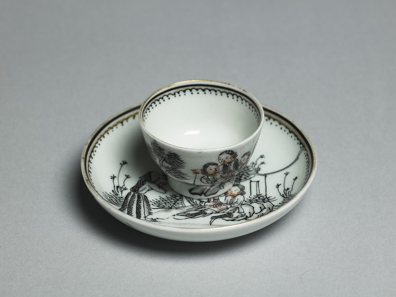Miniature tea bowl and saucer (oblique           )