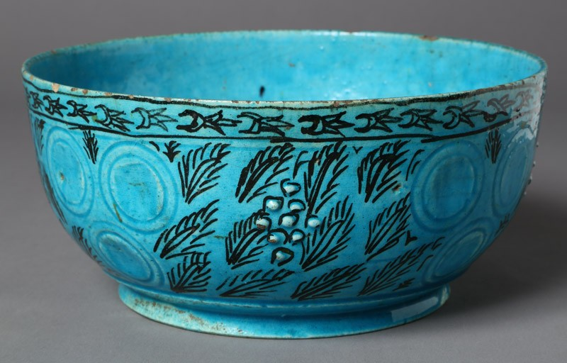 Bowl with leaf decoration (front            )