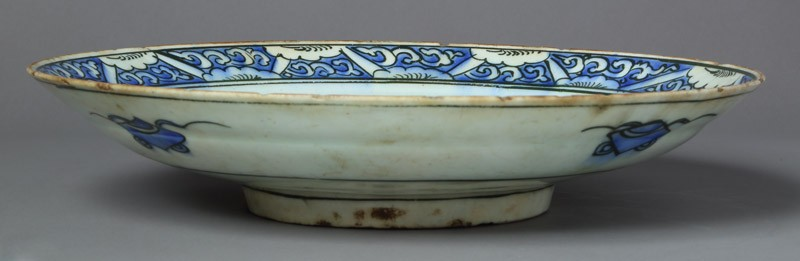 Dish with floral decoration (EA2012.107, front            )