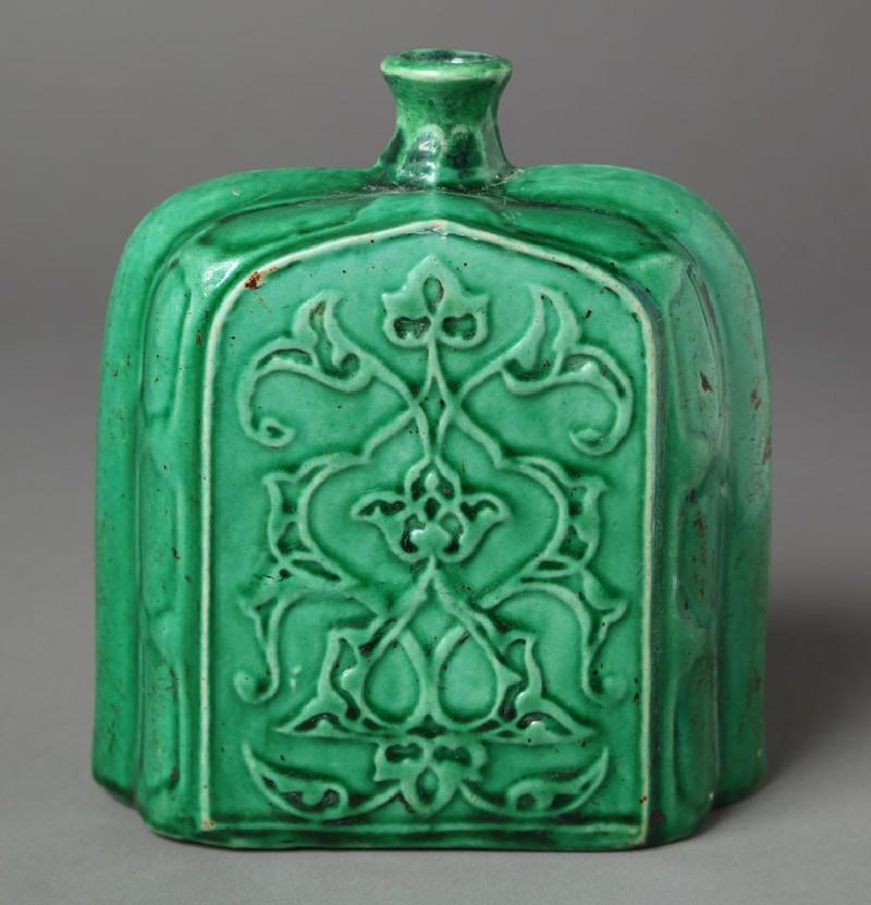 Bottle with vegetal design (front            )