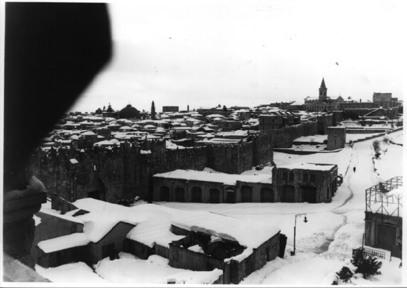 Bab al-`Amud (Damascus Gate) and wall