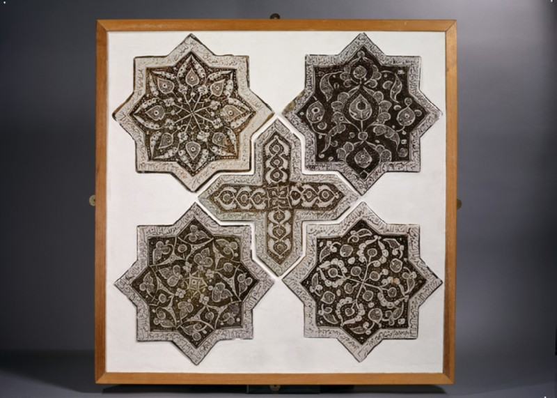 Cross-shaped tile with vegetal and calligraphic decoration
