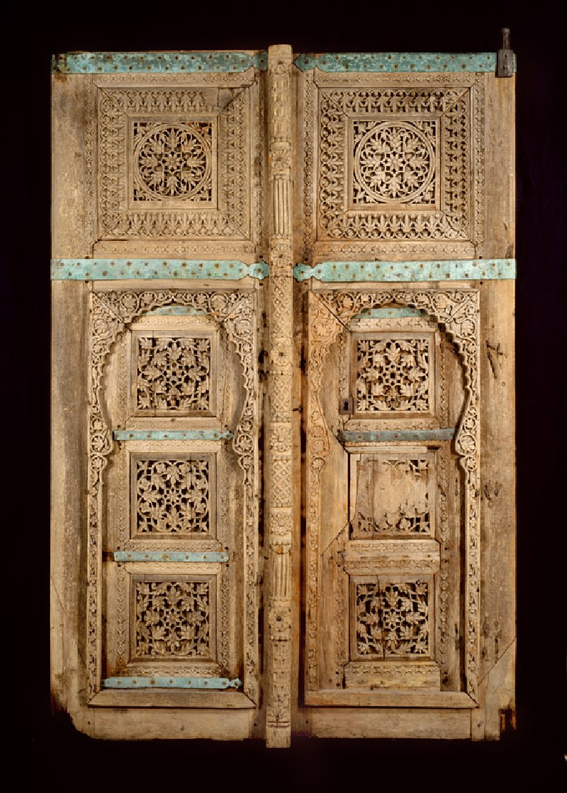 Wooden doors with floral decoration (EAX.422, front         )