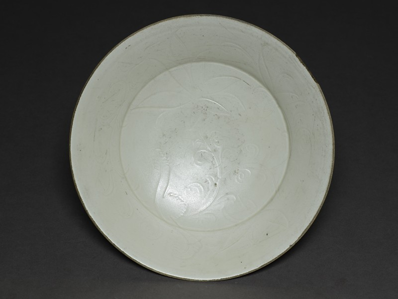 White ware dish with lotus decoration (EAX.1181, top          )