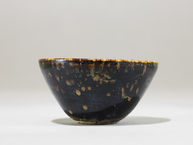 Black ware tea bowl with 'tortoiseshell' glazes