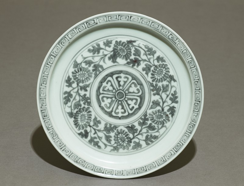 Porcelain saucer dish with flowers (EAX.1699, top          )