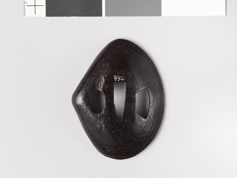 Cupped tsuba in the form of a clam shell (EAX.10088, front           )