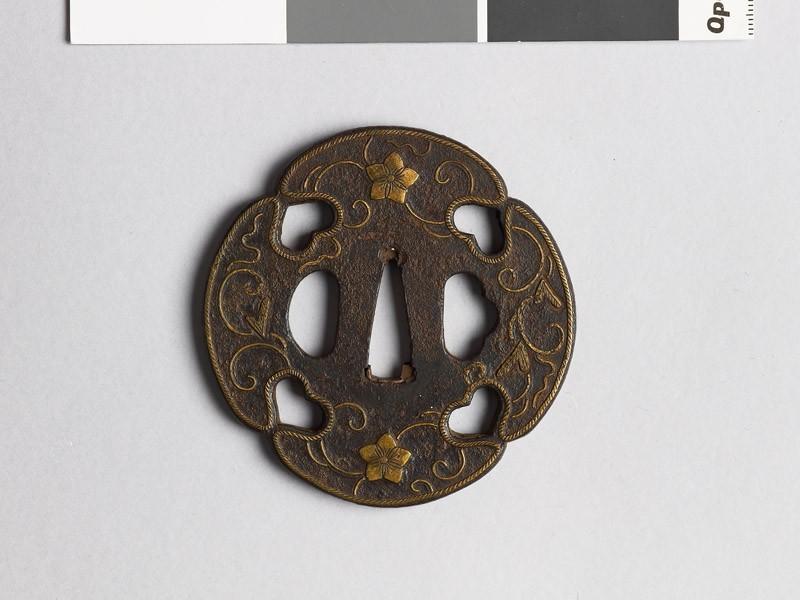 Mokkō-shaped tsuba with karakusa, scrolling floral pattern (front             )