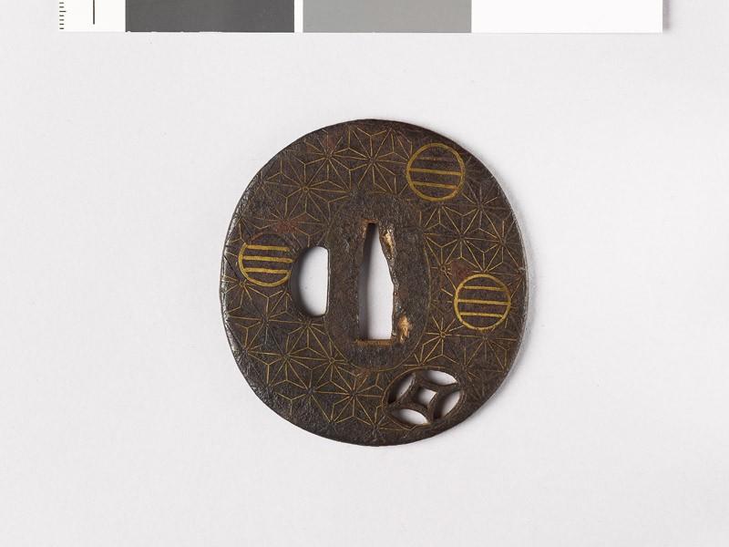 Tsuba with asanoha, or stylized hemp leaves (EAX.10136, front           )
