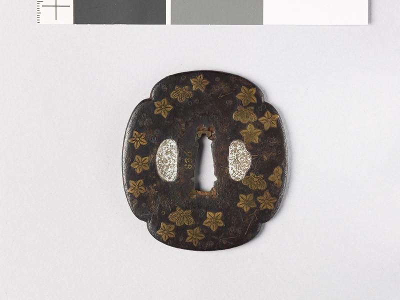 Mokkō-shaped tsuba with flowers and leaves (EAX.10149, front           )