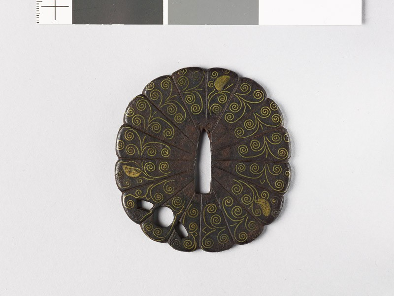Tsuba with florets (front           )