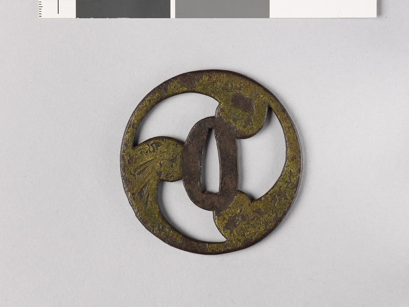 Tsuba in the form of a mitsudomoye, or three-comma shape (EAX.10173, front           )