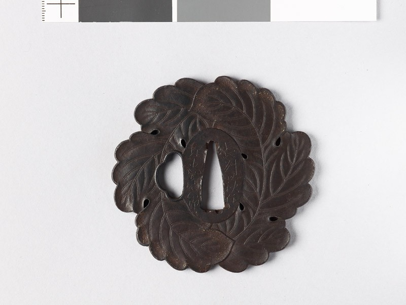 Tsuba in the form of two overlapping oak leaves (EAX.10203, front           )