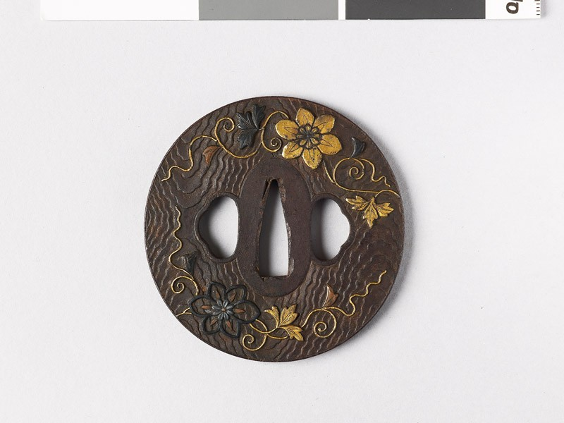 Lenticular tsuba with wood grain decoration and flowers