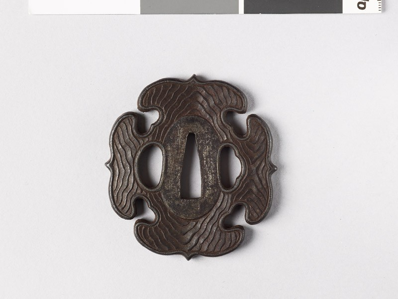 Tsuba with wood grain decoration
