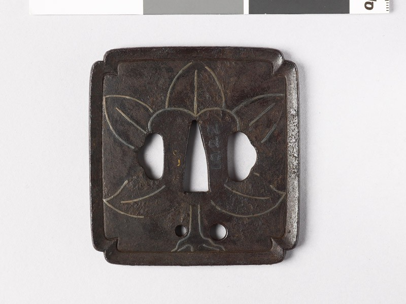 Tsuba with leaves (EAX.10250, front           )
