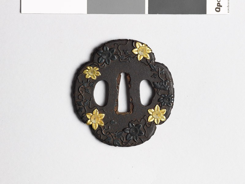 Mokkō-shaped tsuba with trails of clematis (EAX.10299, front           )