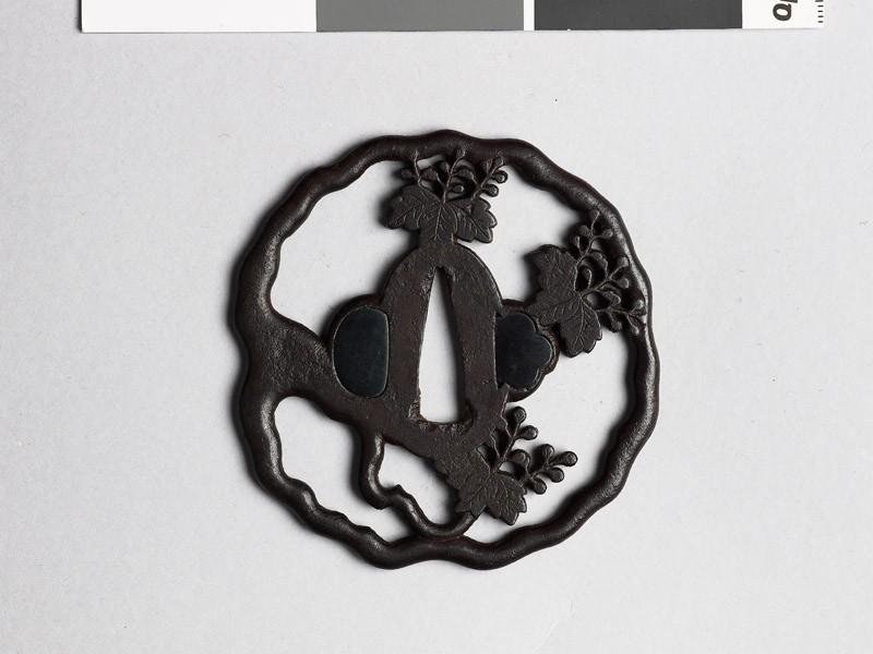 Tsuba with gosan-no-kiri, or paulownia leaves (EAX.10310, front           )