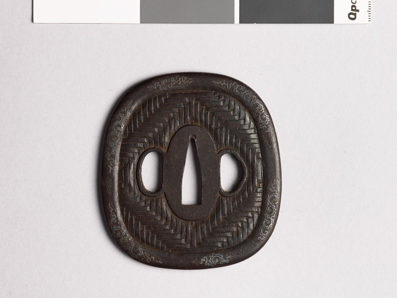 Aori-shaped tsuba with zigzag mat pattern (front             )