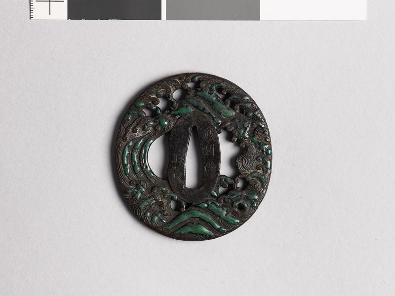 Tsuba with foaming waves (front           )