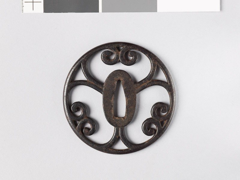 Round tsuba with scrolling cusps (EAX.10755, front           )