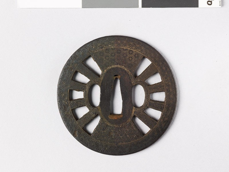 Round tsuba in the form of a wheel