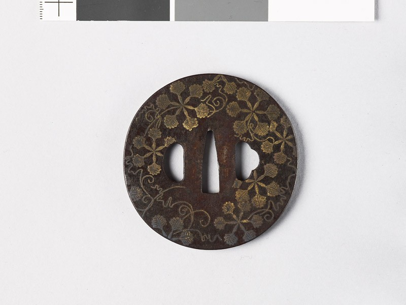 Round tsuba with heraldic leaves (EAX.10876, front           )