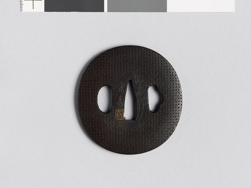 Lenticular tsuba with shippō diaper of interlaced circles (front           )