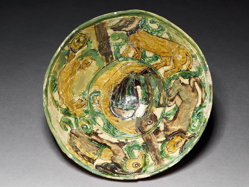 Bowl with animals (top          )