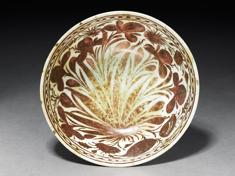 Bowl with floral sprays (top          )