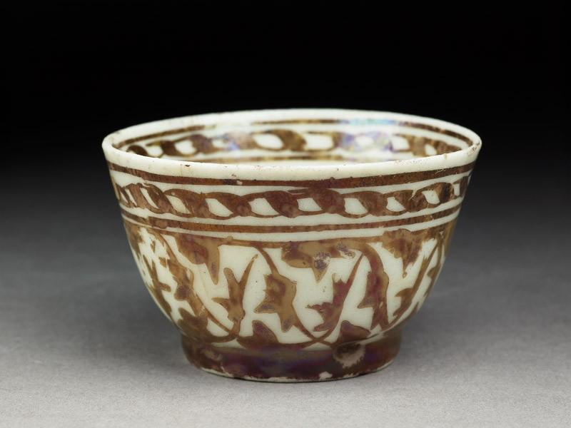 Cup with lustre decoration (oblique          )