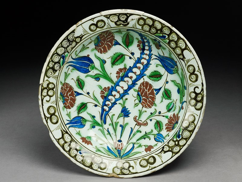 Dish with leaf and flowers (top          )