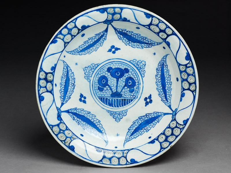 Dish with central medallion and leaves