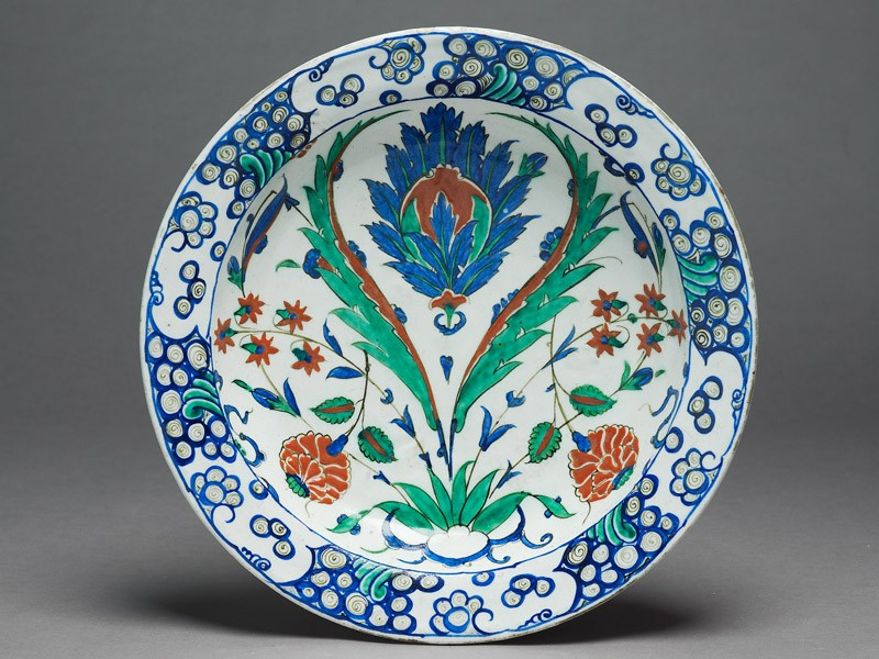 Dish with flowers and saz leaves (EAX.3267, top          )