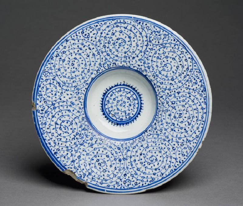 Tondino dish with spiral patterning (EAX.3274)