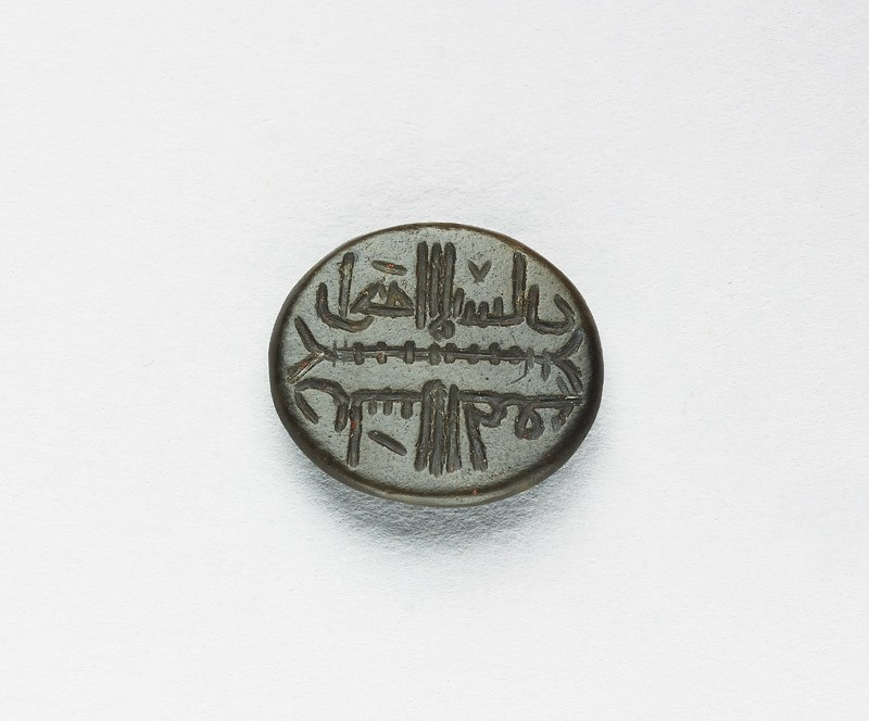 Oval bezel seal with kufic inscription and plait decoration