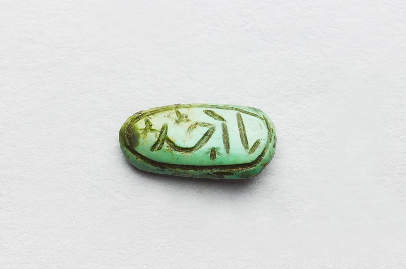 Oval cabochon amulet with inscription in cursive script and branch decoration (EAX.3464, front          )