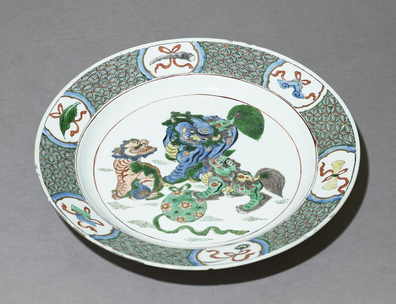 Dish with three lion dogs playing with a ball (EAX.3509, oblique          )