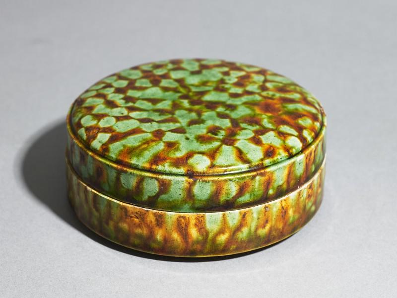 Circular box with cover (EAX.3956, oblique          )