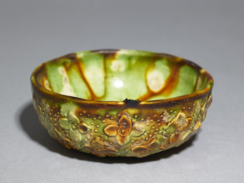 Bowl with floral decoration and three-colour glaze (EAX.3957, oblique          )