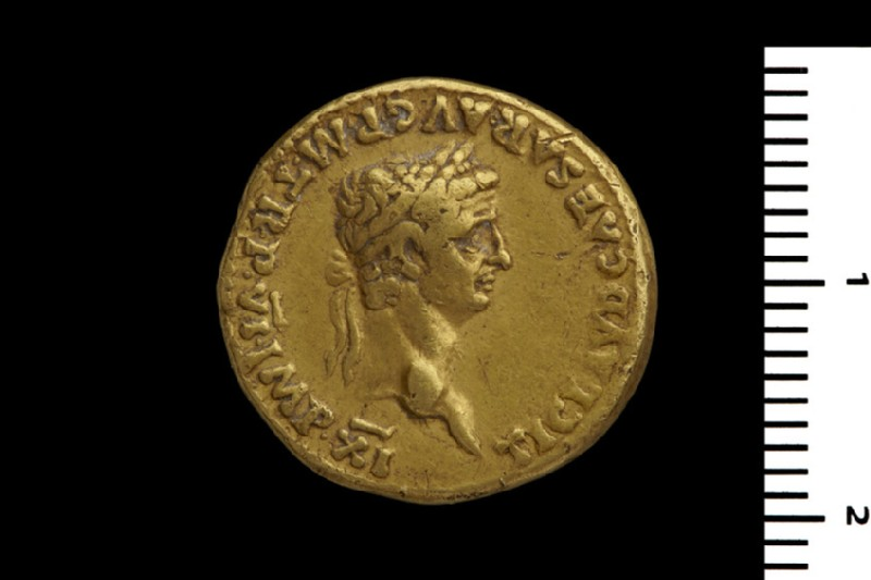 Roman imperial gold coin (HCR8140)