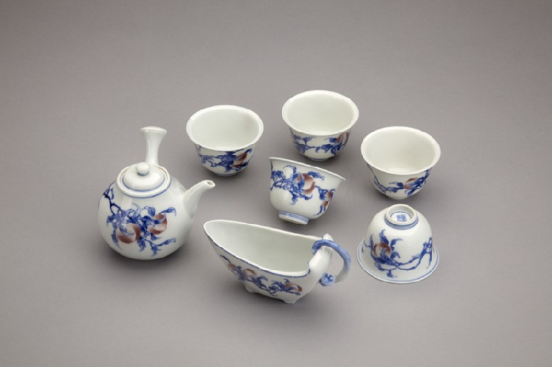 Tea set for sencha Chinese tea ceremony, with design of peaches
